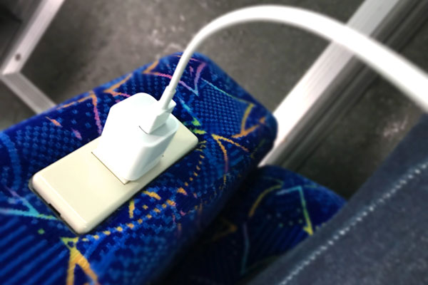 高速バスのコンセントは充電専用
